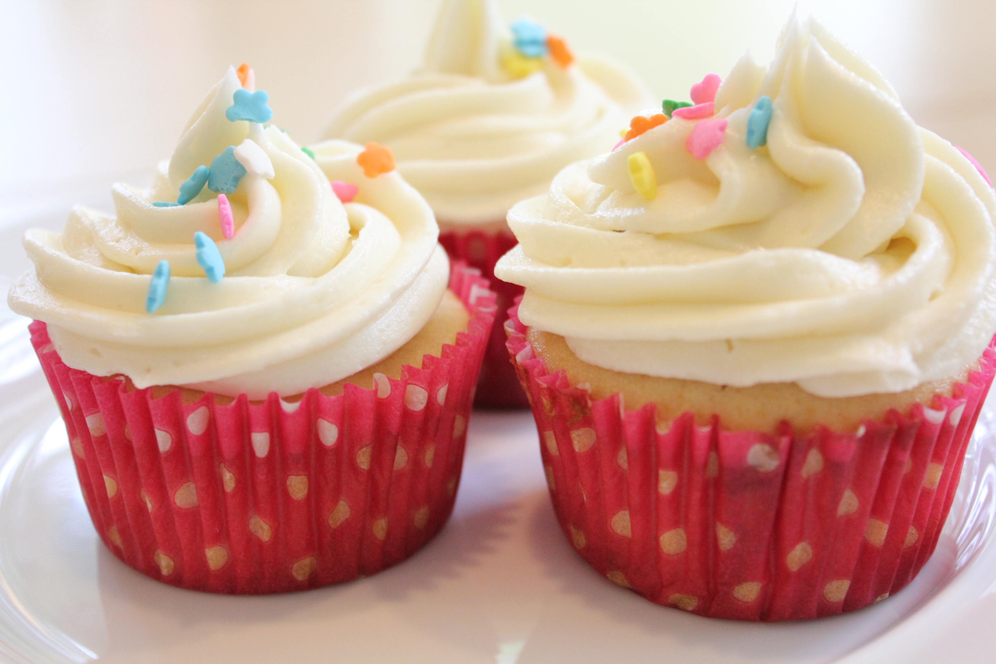 Simple Vanilla Frosting for Cupcakes - Hip Foodie Mom